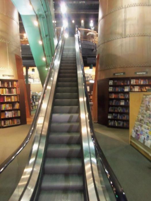 https://bbreplica.files.wordpress.com/2016/06/esculator-stairs-bookstore-in-md.jpg