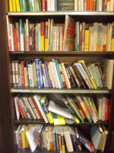 https://bbreplica.files.wordpress.com/2016/06/psychos_book_shelf.jpg